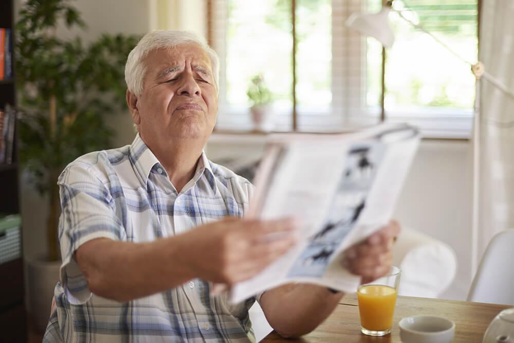 Presbiopia – Sintomas, causas e tratamento