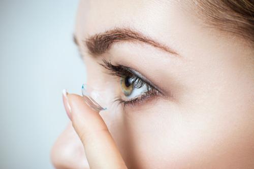 5 erros graves cometidos por quem usa lentes de contato